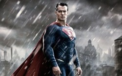 Henry Cavill to play Superman again (news).
