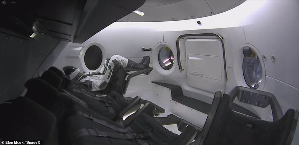 SpaceX Dragon 2 pilots wanted