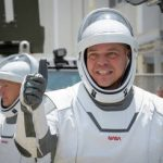 SpaceX: first private manned mission to space (news).