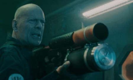 Breach (scifi movie: trailer).