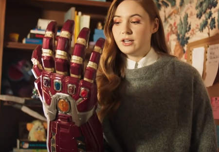 Karen Gillan shows you her geek toys (video).